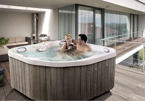 Il bagno in giardino foto 1 livingcorriere for Arredamento spa
