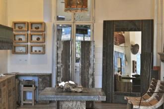 Doppio indirizzo per la designer del recupero. A Milano in zona Isola i suoi pezzi unici fatti con legno, rame e acciaio