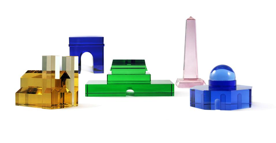Skyline da scrivania: una collezione di fermacarte in cristallo ispirata ai landmark di alcune città