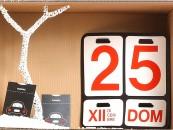 CHRISTMAS BOX UOMOPer trovare un regalo insolito basta pensare alle azioni più semplici, come parcheggiare la macchina o fissare gli appuntamenti del mese. Da qui l'idea del disco orario Fabriano. E tra i grandi classici dell'estetica quotidiana anche il calendario perpetuo Formosa di Danese