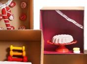 CHRISTMAS BOX DONNAPiccole dolcezze da concedersi senza sensi di colpa. Da Lush piccoli macaron o gustose charlotte sono in realtà saponi e shampo solidi