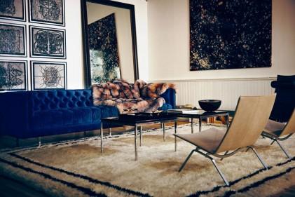 A New York, zona SoHo, apre The Apartment: un loft che vive di un mix raffinato tra moda, beauty e design. Grande e luminoso, The Apartment è situato al terzo piano di un palazzo newyorchese in ghisa che si affaccia sulla Greene Street, la via principale dell'eclettico quartiere di SoHo.Aperto da meno di un mese è la nuova scommessa del duo di stylist Vanessa Traina e Morgan Wendelborn, creatori di The Line, uno spazio virtuale in cui poter ammirare e acquistare la loro selezione di oggetti e accessori che vanno dalla moda al design fino agli articoli di beauty. Tra questi ci sono firme affermate come vere scoperte di nomi emergenti