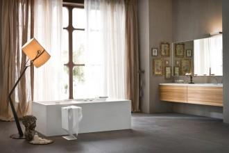 Da locale di servizio a luogo per il benessere del corpo e della mente. Il bagno si è trasformato in una vera e propria SPA domestica declinata in 3 stili differenti. New classic, minimalista e materico: a ciascuno il suo tra funzione, design e atmosferaAltre soluzioni di arredo e idee per il bagno