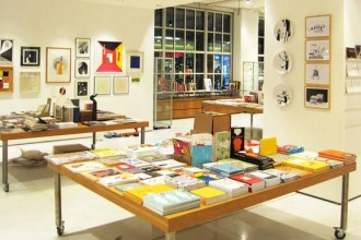 Aperto a Torino il nuovo bookshop Corraini Lingotto. Una libreria ma anche uno spazio espositivo e un luogo di incontro nel quale organizzare workshop, incontri e appuntamenti.