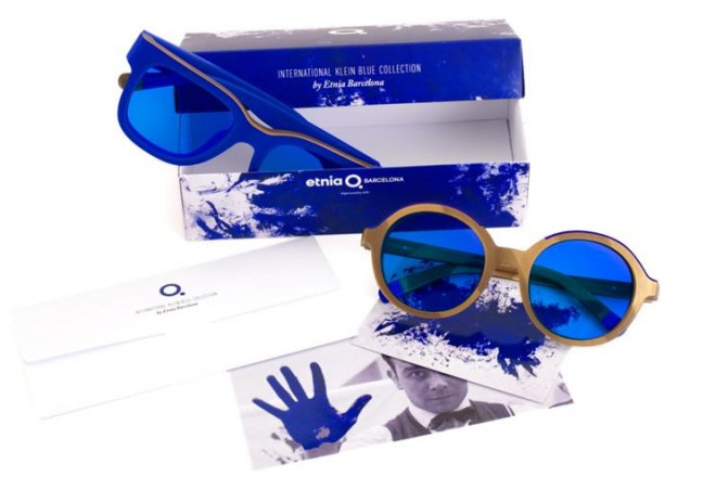 L'importanza del colore nella nuova collezione di occhiali firmata Etnia Barcelona e Yves Klein Archives