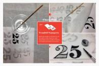 01. TOVAGLIOLI SEGNAPOSTO FAI DA TEBasterà usare la stampa di un decoro come traccia, per realizzare, con colori da tessuto, un tovagliolo personalizzato. 1. Cercate un disegno, una scritta o un numero con una bella grafica e mettetelo sotto il tovagliolo 2. Intingente un pennellino in un bicchierino di colore da tessuto 3. Ricalcate prima il contorno del disegno e dopo riempite con il colore