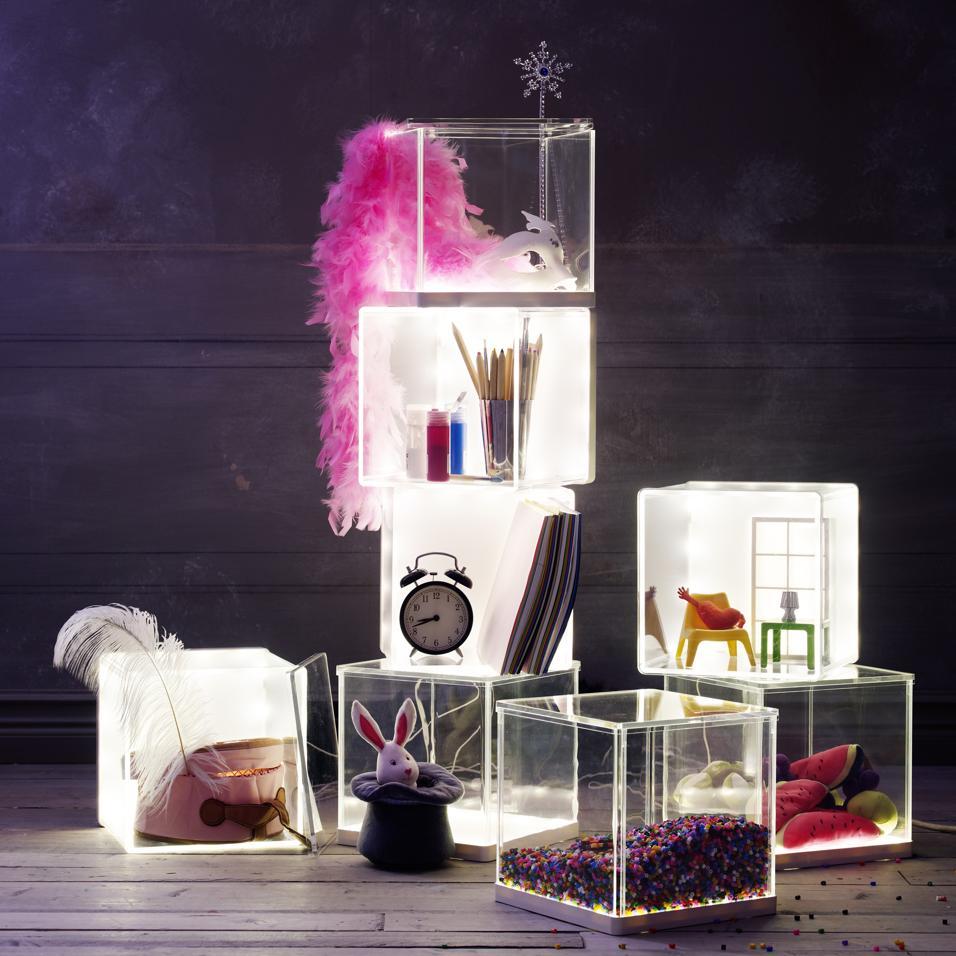 30 idee per l 39 illuminazione bagno for Ikea scatole plastica
