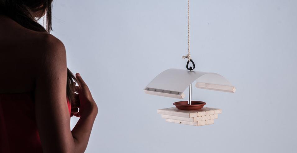 La nuova collezione di design da auto-costruire è dedicata al tema dell'In&Out. Anacleto di Luigi Scarpellini è un accogliente feeder per uccellini: pochi, giusti ed efficaci elementi