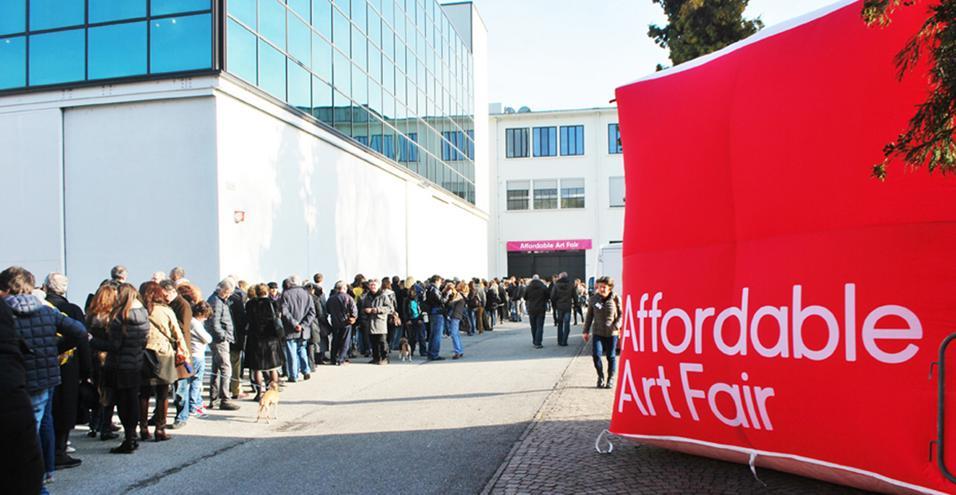 Affordable Art Fair: torna a Milano dal 6 al 9 marzo la fiera dedicata all'arte a costi accessibili. Come di consueto occuperà gli studi di Superstudio Più (via Tortona, 27) e sarà aperta a un pubblico indifferenziato