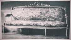 Divano con la tappezzeria di Beauvais: Swann parla della bellezza del divano, delle tappezzerie di Beauvais, dei suoi bronzi velati di patina