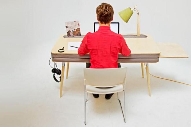 Oxymoron è il progetto di Anna Lotova. Una scrivania pratica dall'aspetto ironico e giocoso realizzata in legno e alcantara imbottito.