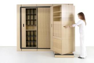 Quattro soluzioni in un unico armadio. Hic&Ubiq è il progetto di Eric Jourdan per far fronte alla mancanza di metri quadrati. Un sistema componibile dalle dimensioni ridotte (H 2,10 m - L 2,40 m – P 75 cm), realizzato in collaborazione con la falegnameria Ferreyrolles