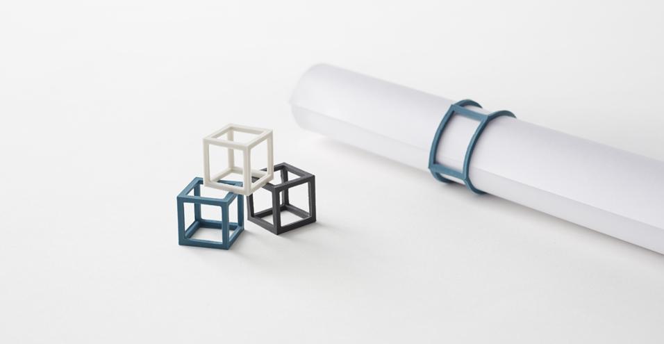 ELASTICI A CUBObande elastiche tridimensionali. La forma geometrica rende le bande più facile da trovare e raccogliere dai cassetti