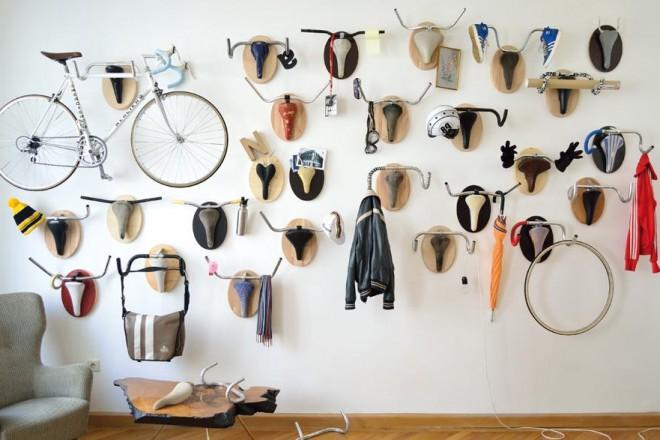 """Vecchie biciclette diventano bizzarri appendiabiti. Upcycle Fetish è un omaggio alla """"cabeza de toro"""" di Pablo Picasso"""