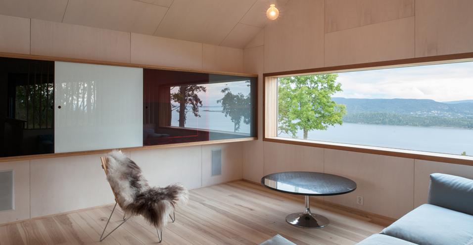 Geometrie semplici, essenzialità e panorama mozzafiato: la casa affacciata sull'Oslo fjord progettata dai norvegesi Stian Schjelderup e Øystein TrondahlPochi elementi