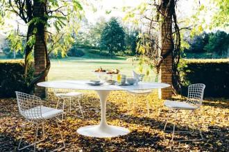 Tecnologici e sofisticati, i mobili outdoor sono curati come quelli da interni. Anche la cucina si trasferisce all'aperto con accessori portatili. Complici le pergole bioclimatiche, per un comfort ottimale tutto l'annoKnoll International