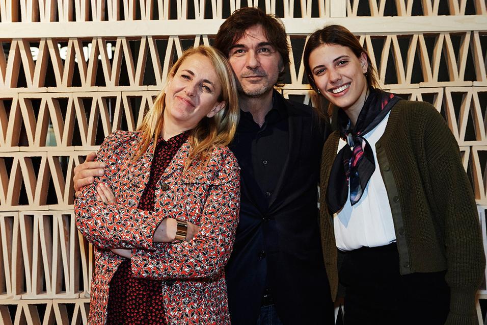 La designer Patricia Urquiola è l'autrice per Mutina di un poliedrico e multiforme cotto d'architettura.Ritratto di gruppo