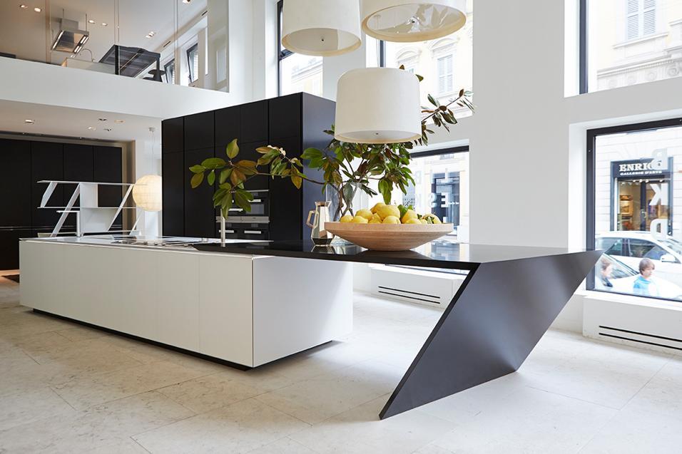 Prodotti per la cucina e la casa che propongono una concezione fortemente architettonica del design. Firmati Daniel Libeskind.Una cucina firmata da Daniel Libeskind