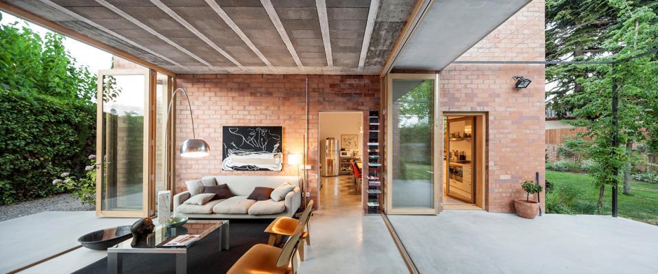 villa unifamiliare in una zona residenziale fuori barcellona. Black Bedroom Furniture Sets. Home Design Ideas
