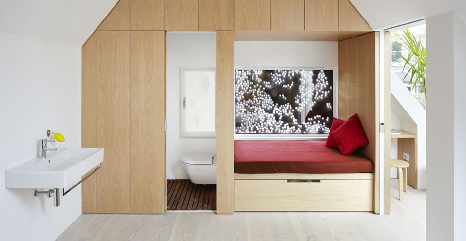 A Londra una casa familiare funzionale e accogliente che non rinuncia a stupire con soluzioni rubate all'architettura contemporanea