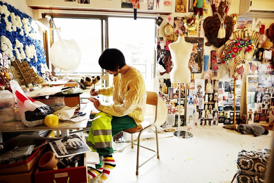 Fashionable Selby: in un libro, l'altro lato del fashion system. Un racconto per immagini dei creativi al lavoro, tra stilisti, artigiani, negozianti e personaggi da scoprire