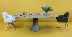 Con piano in legno, vetro o marmo. Ma sempre senza spigoli. Una serie di dining table per arredare il soggiornoArco - tavolo Balance