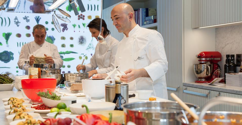 Arredi e tecnologie che favoriscono l'espressione del proprio gusto in cucina. Tra innovazione e tradizione, cultura del cibo e cultura del designCULTURA E SPETTACOLO