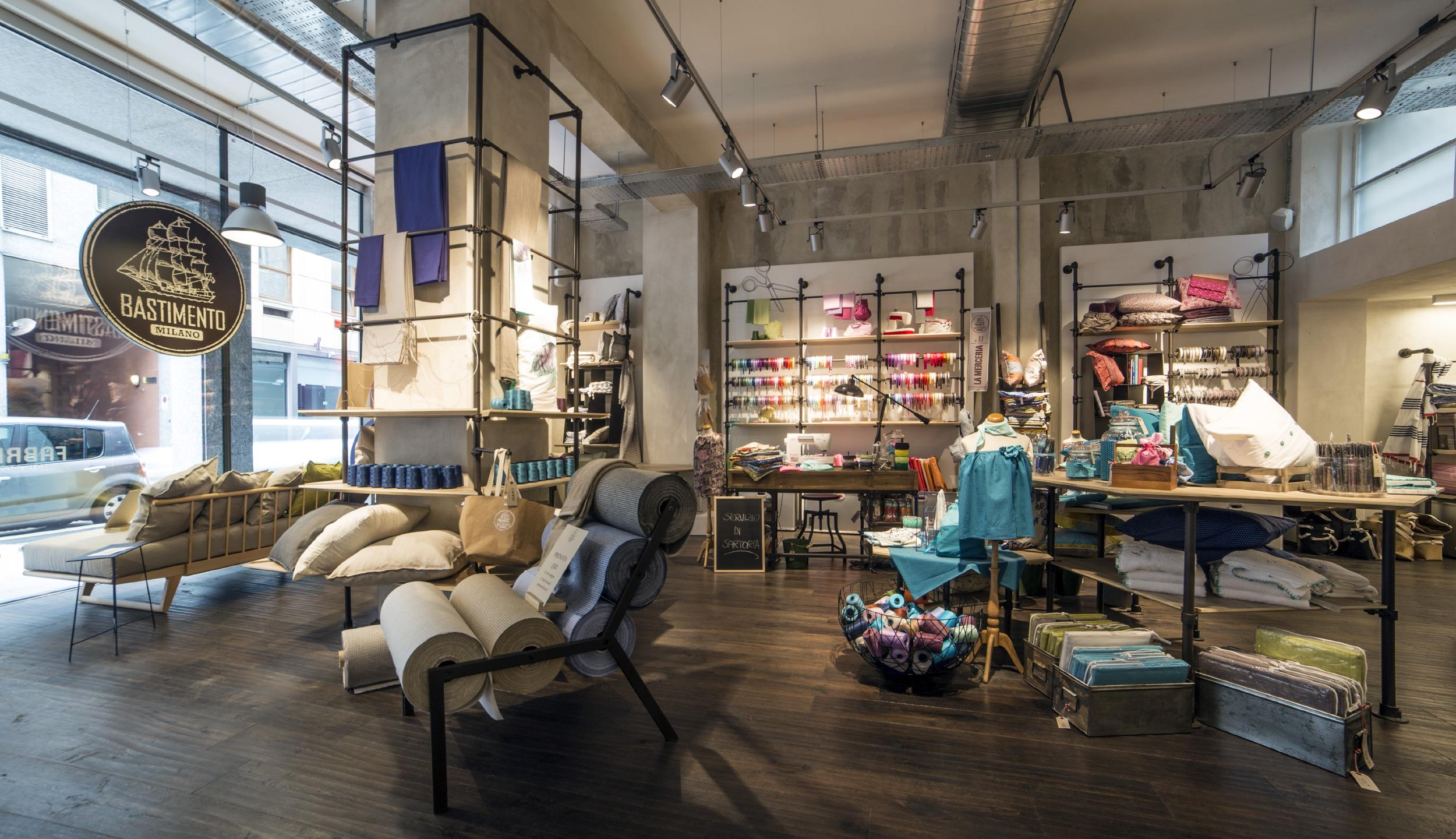 Nuovo negozio bastimento milano for Arredamento casa milano