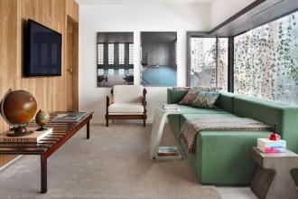 Una piccola abitazione a San Paolo, progettata dall'architetto Guilherme Torres chiamato a riadattare un condominio degli anni '80