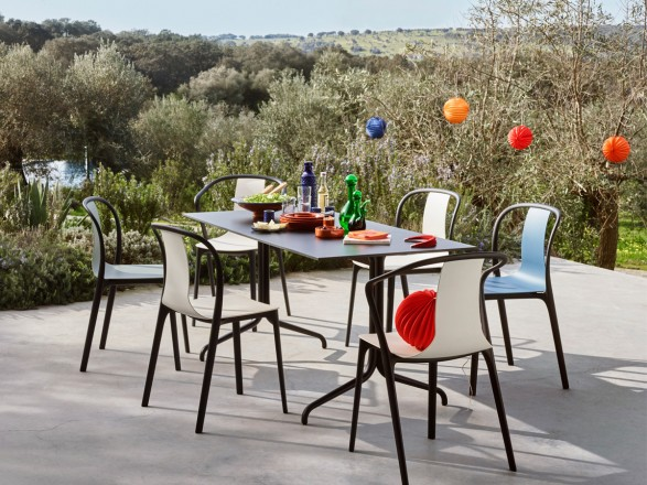 Vitra-Belleville-Outdoor-Dining-Table-and-Chairs-Lifestyle