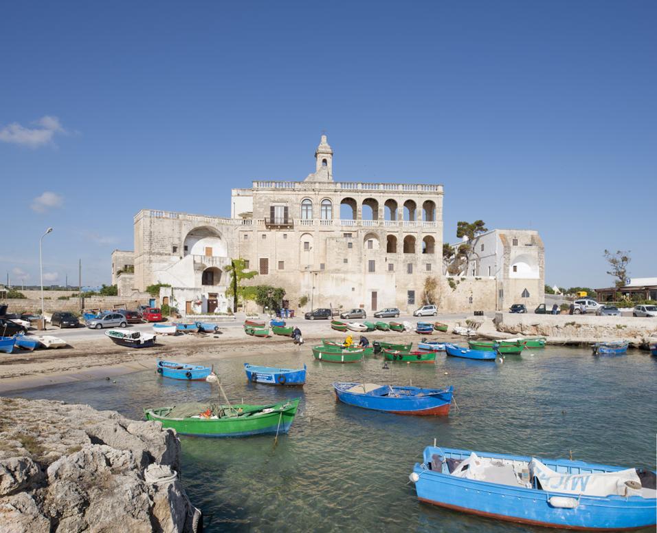 Le luminarie di Lecce vanno in corea e le ceramiche di Grottaglie sul grande schermo. Mentre nei borghi salentini si nascondono i Vip, il principe William si fa fare la camicia dal sarto di Taranto