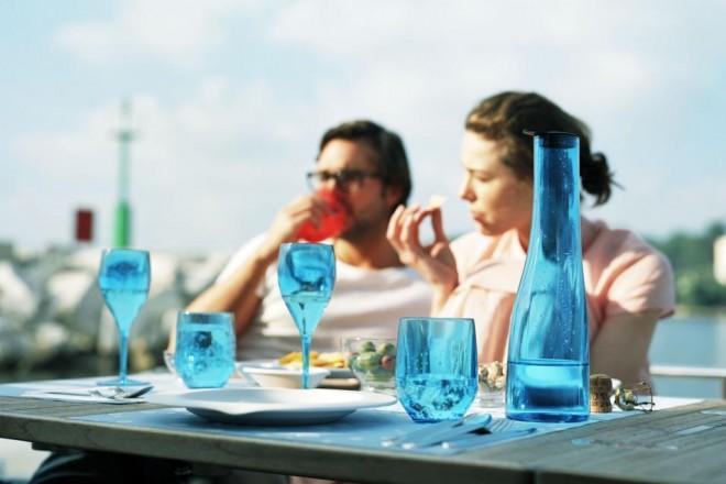 Di plastica e di vetro, colorati e trasparenti. E tante ricette estive