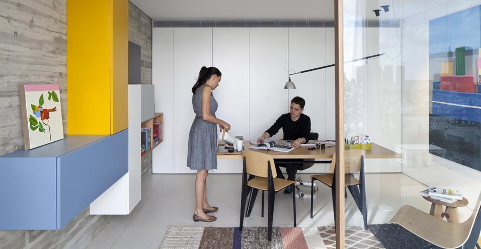 Pitsou Kedem firma un appartamento con vista su Tel Aviv. Una casa da vivere in ogni stagione grazie a uno spettacolare terrazzo panoramico