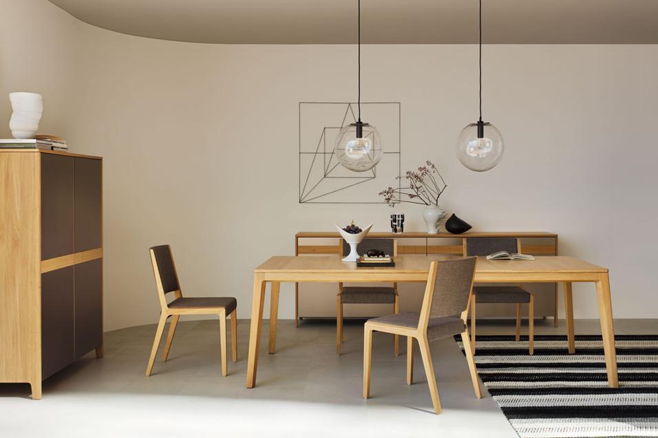 Fissi o allungabili, 10 tavoli ideali per la sala da pranzo e per la cucina aperta sul living. In vari materiali come vetro, legno, plastica e metallo.Brevettato