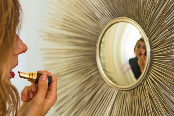 Specchi di design per decorare la casa living corriere for Specchi di arredamento