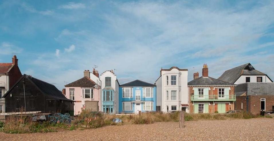 Una casa arredata in stile mediterraneo for Avere una casa costruita sulla terra
