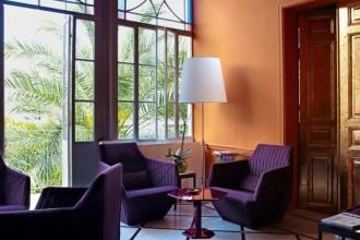 Nella sua casa di Beirut l'architetto Annabel Karim Kassar mixa est e ovest. Accosta il design contemporaneo a mobili intarsiati, archi moreschi, porte dorate e marmette arabescate