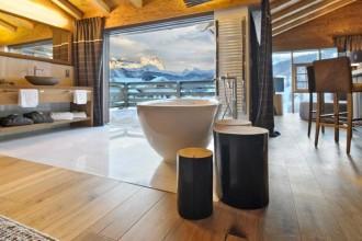 Stile neo rustico e servizi da grand hotel. Chalet Fanes: 8 abitazioni con vista sulle montagne
