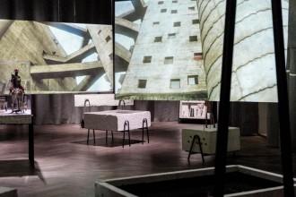 Alla Triennale di Milano fino al 5 ottobre la mostra Together per il centenario della nascita della nota progettista modernista. Un allestimento dinamico di immagini video e manufatti artigianali realizzati oggi raccontano l'essenza della dimensione sociale dell'architettura che impronta le sue opere