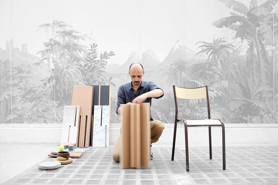 Un landscape in continuo movimento è ottenibile con i tavolini da salotto variamente assemblabili di Cédric Canaud.Quasi un fai da te
