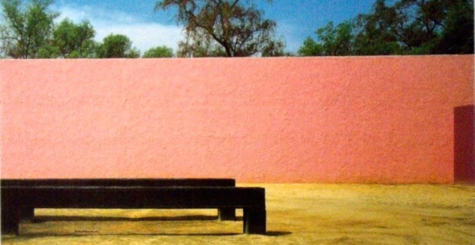 Raccolte in un libro edito da RM, le architetture, i colori e la filosofia del più importante architetto messicano del XX secolo