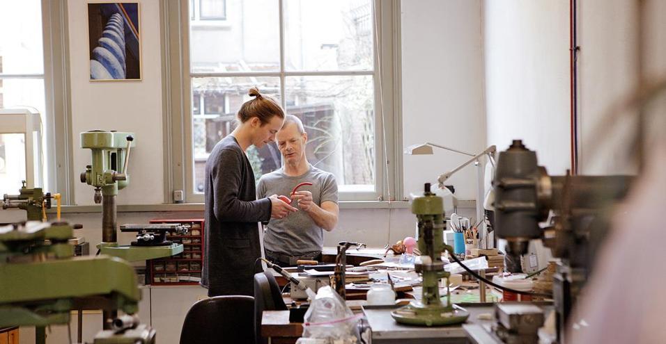 Di Gestalten, The craft and the makers. Il libro per scoprire i volti e le opere dei più noti creativi contemporanei.