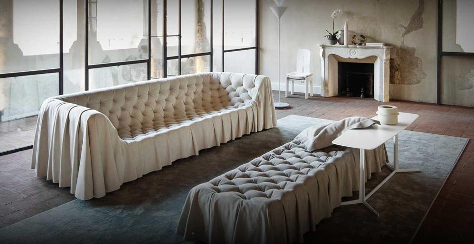 Simbolo dell'arredo classico il divano capitonné è un evergreen che i designer rivisitano in chiave contemporanea. 26 interpretazioni d'autore per un pezzo intramontabileBOHÉMIEN DI GRUPPO INDUSTRIALE BUSNELLI