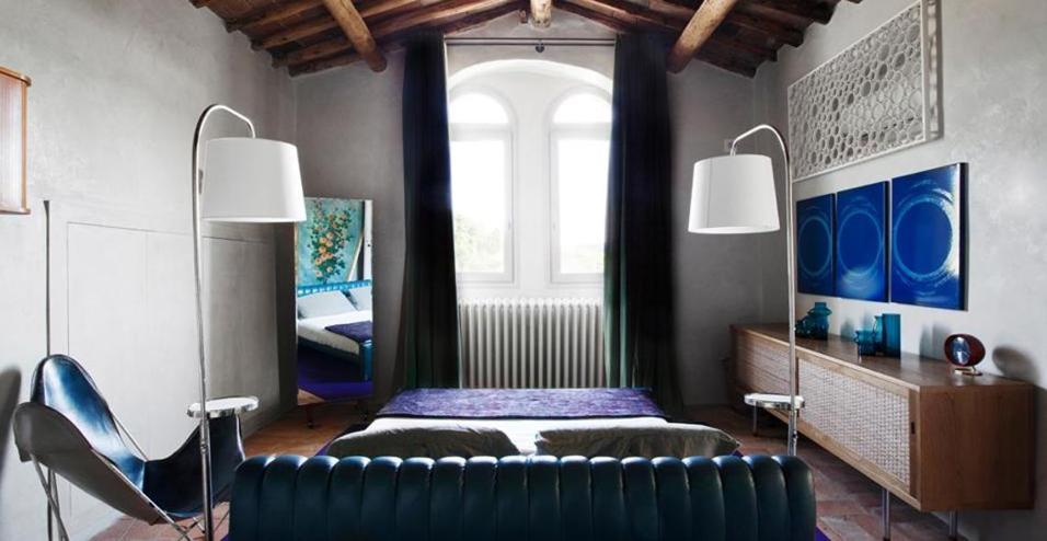Dalle sospensioni oversize alle lampadine con cavo a vista: 15 soluzioni per illuminare gli ambienti domestici
