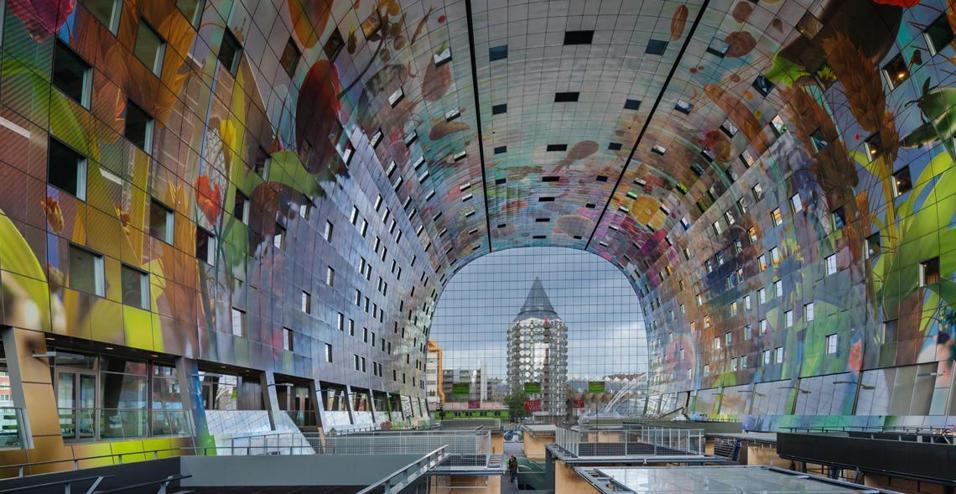 A Rotterdam il nuovo Markthal dello studio MVRDV. Un mercato coperto e una serie di appartamenti in un unico edificio