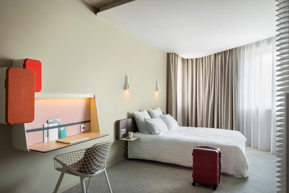 Le 138 camere e il Club dell'Okko Hotel Grenoble Jardin Hoche disegnati da Patrick Norguet offrono numerosi spunti creativi per arredare gli spazi domestici. Dalla cucina conviviale ai futuribili divisori a lamelle.Fil rouge l'ecologia