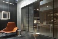 Dalle originali proposte tutto vetro e filomuro, alle classiche soluzioni in legno, anche decorato. Ecco le nuove frontiere del design d'interni.The Living Tale