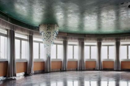 Lynne Cohen, Untitled, (Windows), 2011 © Stephen Daiter Gallery