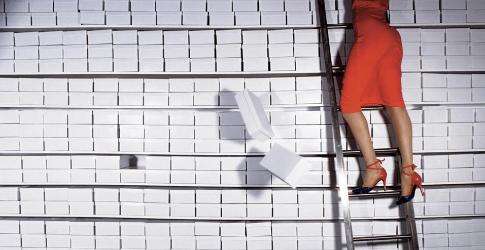 GUY BOURDIN: IMAGE MAKERAlla Somerset House il lavoro fotografico che racconta il suo 'mondo a colori, come in un film'