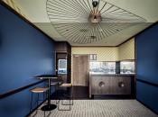 A Sydney una stanza affacciata sull'ippodromo che riprende, nei colori e negli arredi, il mondo delle corse dei cavalli